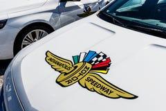 Indianapolis - Circa mars 2018: Logo och signage av Indianapolis Motor Speedway IMS är värd Indyen 500 och Brickyard 400 VI Royaltyfria Bilder