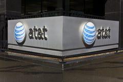 Indianapolis - Circa mars 2016: AT&T Indiana Headquarters dropp Arkivfoto