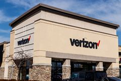 Indianapolis - Circa mars 2018: Verizon Wireless detaljhandelläge Verizon levererar radio och hög-kapacitet fiberoptik III Royaltyfri Bild