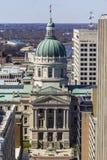 Indianapolis - circa marzo 2017: Cupola del Campidoglio e di Indiana State House Alloggia il governatore, l'Assemblea e la Corte  Fotografia Stock