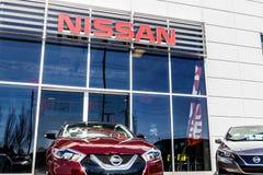 Indianapolis - circa marzo de 2018: Logotipo y señalización de Nissan Car y de una representación I de SUV foto de archivo libre de regalías