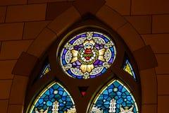 Indianapolis: Circa marzo 2018: Vetro macchiato alla chiesa cattolica sacra del cuore Questa parrocchia è stata stabilita nel 187 Immagine Stock