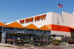 Free Indianapolis - Circa May 2018: Home Depot Location Flying The American Flag. Home Depot Is The Largest Home Improvement Retailer I Royalty Free Stock Image - 115683796