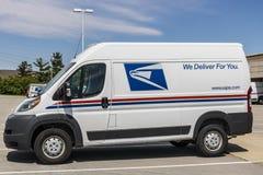 Indianapolis - Circa Mei 2017: USPS-de Vrachtwagens van de Postkantoorpost USPS is de oorzaak van het Verstrekken van Postbestell Royalty-vrije Stock Foto's
