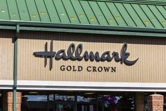 Indianapolis - Circa November 2016: Kleinhandels de Groetkaart van de stempel Gouden Kroon en Giftwinkel I Royalty-vrije Stock Afbeelding