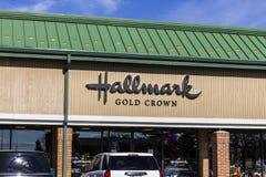 Indianapolis - Circa November 2016: Kleinhandels de Groetkaart van de stempel Gouden Kroon en Giftwinkel II Stock Afbeeldingen