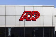 Indianapolis - circa noviembre de 2016: Ubicación del ADP El ADP es proveedor de los servicios de la externalización del negocio  fotografía de archivo