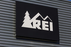 Indianapolis - Circa October 2016: Recreational Equipment, Inc. Logo and Signage. REI sells sporting goods and outdoor gear I Royalty Free Stock Photography