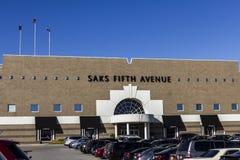 Indianapolis - circa ottobre 2016: Posizione del centro commerciale di Saks Fifth Avenue Saks è un grande magazzino di lusso II Fotografia Stock Libera da Diritti
