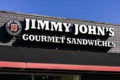 Indianapolis - circa ottobre 2016: Ristorante gastronomico del panino di Jimmy John Jimmy John è conosciuto per la loro consegna  Fotografia Stock Libera da Diritti
