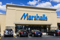 Indianapolis - Circa September 2016: Marshalls Retail Strip Mall Location. Marshalls is a Subsidiary of the TJX Companies II. Marshalls Retail Strip Mall Royalty Free Stock Image