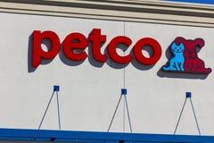 Indianapolis - Circa September 2016: Petco Animal Supplies Retail Strip Mall Location I Royalty Free Stock Photos