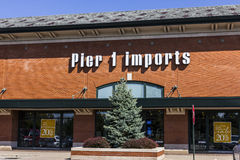 Indianapolis - Circa September 2016: Pier 1 Imports Retail Strip Mall Location. Pier 1 Imports Home Furnishings and Decor II Stock Photo