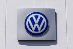 Indianapolis - Circa September 2017: Volkswagen bilar och SUV återförsäljare VW är bland producenterna för bilen för världs` s de royaltyfri foto