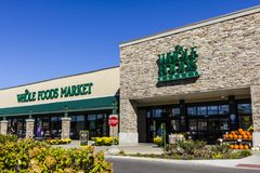 Indianapolis - Circa September 2017: Whole Foods-Markt Amazonië kondigde een overeenkomst aan om Whole Foods voor $13 te kopen 7  Stock Foto