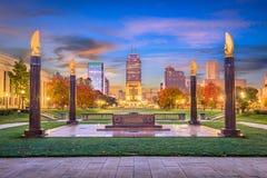 Indianapolis, l'Indiana, monumenti di U.S.A. e orizzonte immagine stock