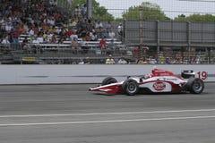 INDIANAPOLIS IN - MAJ 25: Den Indy bilchauffören Mario Moraes kör i det Indy 500 loppet Maj 25, 2008 i Indianapolis, IN Arkivbilder