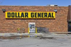 Indianapolis - mars 2016: Allmänt återförsäljnings- läge I för dollar Arkivfoto