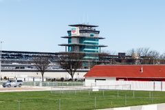 Indianapolis Motor Speedway dostaje gotowym dla 103rd bieg Indy 500 IMS używa slogan To Jest Maj IV obrazy royalty free