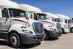 Indianapolis - Około Czerwiec 2017: Navistar zawody międzynarodowi Semi Ciągnikowej przyczepy ciężarówki Wykładali up dla sprzeda Obraz Royalty Free