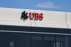 Indianapolis - Około Czerwiec 2017: UBS logo i znak UBS AG jest Szwajcarskim globalnym pieniężnych usługa firmą Ja Obraz Royalty Free