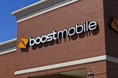 Indianapolis - Około Czerwiec 2016: Zwiększenie telefonu komórkowego handlu detalicznego Mobilna lokacja Zwiększenie wisząca ozdo Zdjęcie Stock