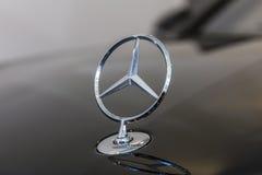 Indianapolis - Około Październik 2016: Mercedez Benz pozyci gwiazdy kapiszonu ornament Początki trzypunktowa gwiazda datują 1909  Obraz Royalty Free