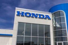 Indianapolis - Około Sierpień 2016: Honda silnik Co Logo i znak Honda manufaktury Wśród Rzetelnych samochodów w Światowy III Zdjęcie Royalty Free