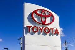 Indianapolis - Około Wrzesień 2016: Toyota samochód, SUV logo III i Signage Zdjęcia Royalty Free