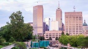 Indianapolis-Skyline während des Sonnenuntergangs, Indiana, USA stock video