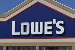 Indianapolis - vers en avril 2016 : Entrepôt I d'amélioration de l'habitat de Lowe's Photo libre de droits