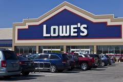 Indianapolis - vers en avril 2016 : Entrepôt III d'amélioration de l'habitat de Lowe's Image stock