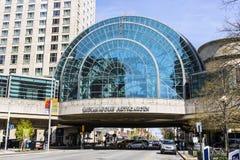 Indianapolis - vers en avril 2017 : Indianapolis Artsgarden Indianapolis Artsgarden est un passage couvert du centre glassed II d Photo libre de droits