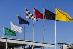Indianapolis - vers en février 2017 : Les sept drapeaux de emballage à Indianapolis Motor Speedway IV Photos stock