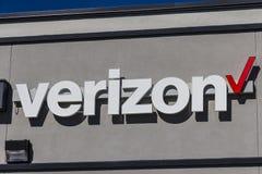 Indianapolis - vers en février 2017 : Emplacement de vente au détail de Verizon Wireless Verizon est l'une des plus grandes compa Images stock