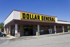 Indianapolis - vers en juin 2016 : Emplacement au détail général V du dollar Image stock