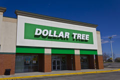 Indianapolis - vers en mars 2016 : Magasin discount I d'arbre du dollar photographie stock