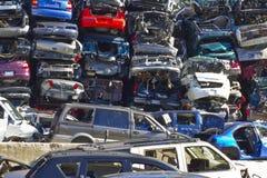 Indianapolis - vers en novembre 2015 - une pile des voitures empilées d'ordure Images stock