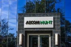 Indianapolis - vers en octobre 2017 : Sièges sociaux d'AECOM Hunt Construction Group La chasse à AECOM est un constructeur de gra Photos libres de droits