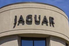 Indianapolis - vers en septembre 2017 : Concessionnaire automobile local de luxe de Jaguar Jaguar est une filiale de Tata Motors  photographie stock