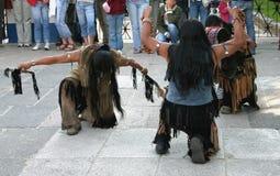 Indiani che fanno un ballo rituale Immagine Stock
