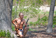 Indianin z karabinem Zdjęcia Stock