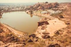Indianina krajobraz z wodnym stawem Badami i antycznym miasteczkiem Karnataka Obrazy Royalty Free