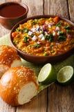 Indianina Mumbai Pav karmowy bhaji od warzyw z chlebowym zakończeniem Zdjęcia Stock