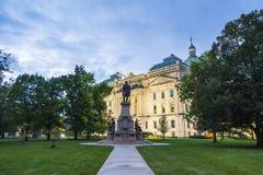 Indiannapolis, Indiana, USA 09-13-17: indianna Parlamentsgebäude am nig Lizenzfreie Stockfotografie