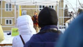 Indiano americano que chanting para o planeta video estoque