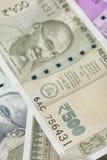 Indiano cinco cem notas da rupia com retrato de Mahatma Gandhi Fotografia de Stock Royalty Free
