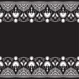 Indiano, linea elemento del hennè di Mehndi del pizzo con la carta di modello dei fiori per il tatuaggio su fondo nero royalty illustrazione gratis