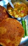 Indiano picante Poori Subzi Foto de Stock Royalty Free