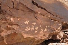 IndianPetroglyphs i bågenationalpark Royaltyfria Bilder